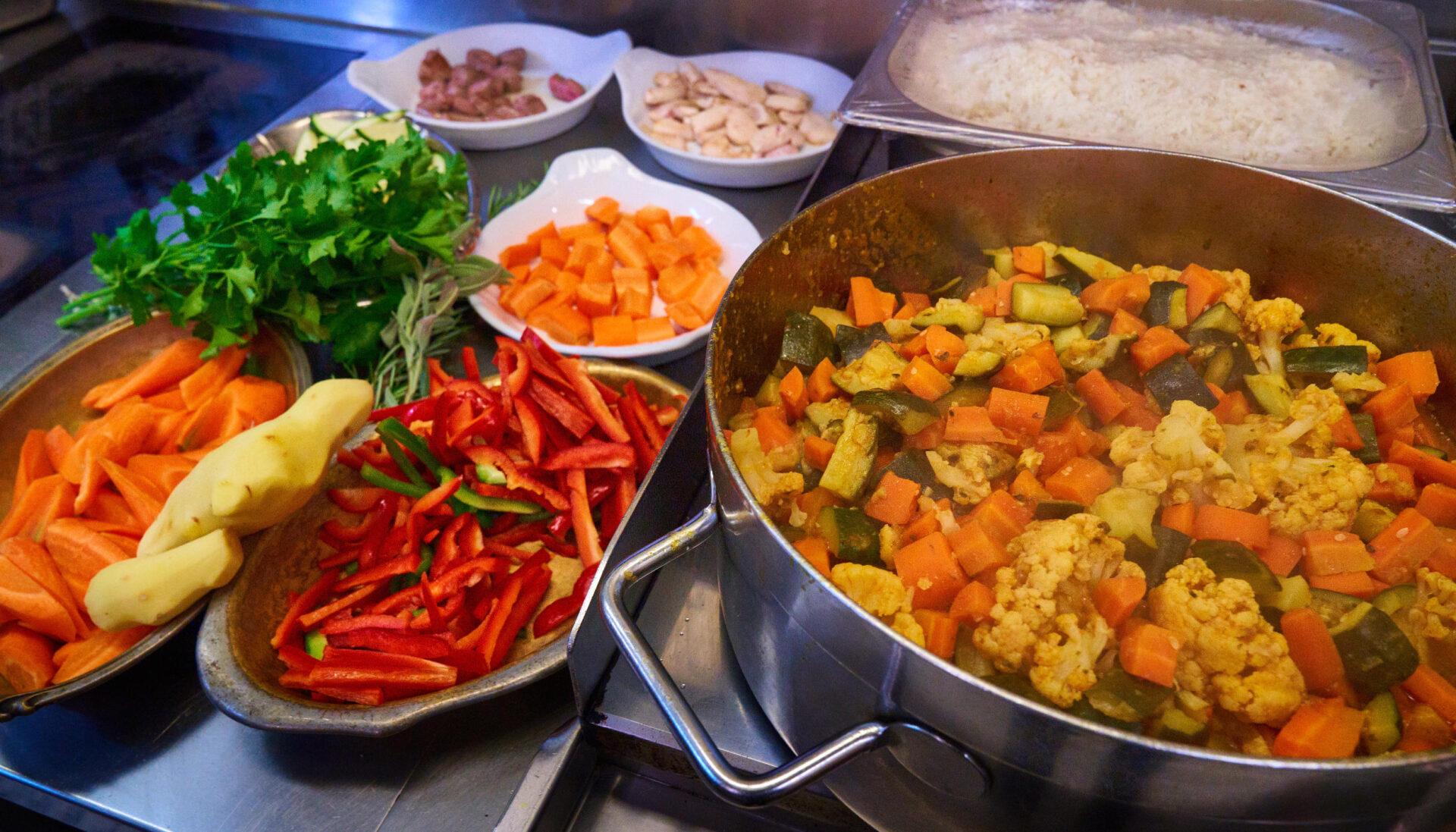 frisch gekochtes gemüse aus der küche